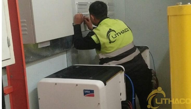 Nhân viên kỹ thuật sửa chữa điện tử công suất