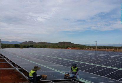 """Điện mặt trời mái nhà: Chưa gỡ hết vướng mắc, EVN tiếp tục """"cầu cứu"""" Bộ Công Thương"""