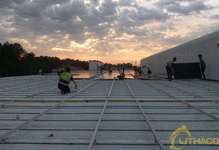 Tên Dự án: Thiết kế, Cung cấp và lắp đặt hệ thống điện năng lượng mặt trời mái nhà công suất 999kW - 3 Pha. JINKO. Khách hàng CÔNG TY TNHH THƯƠNG MẠI XÂY DỰNG LĨNH NAM