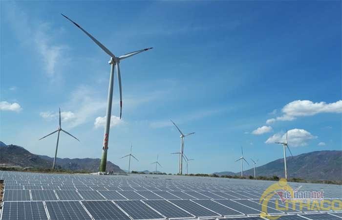 EVN kiến nghị khuyến khích đầu tư pin tích trữ năng lượng để giải tỏa công suất điện mặt trời 1