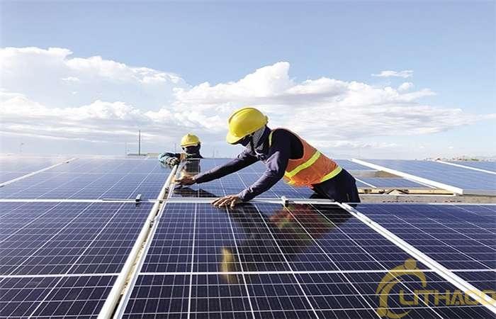 Giải bài toán thừa điện mặt trời thế nào để cứu doanh nghiệp 1