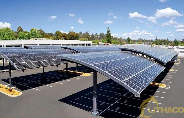 Lợi ích từ việc tận dụng mái hiên và bãi đỗ xe lắp đặt năng lượng mặt trời